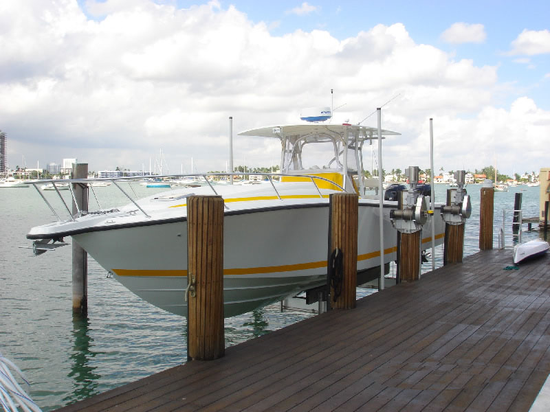 Beamless Boat Lift Features: